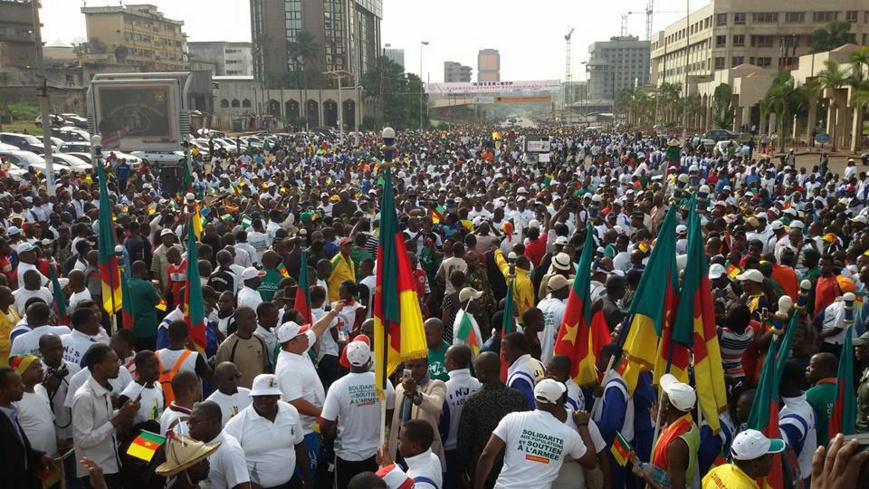 La population camerounaise au boulevard du 20 mai à Yaoundé.