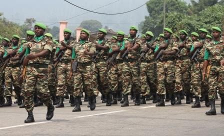 Un dérachement de l'armée camerounaise: combattre la criminalité sous toutes ses formes.
