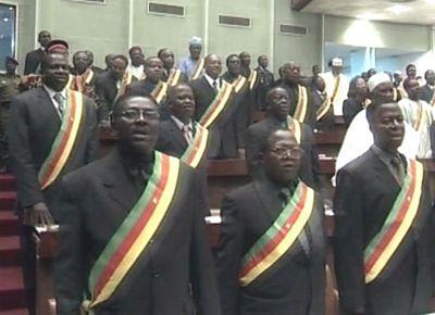 Cameroun :Députés et Sénateurs sous pression