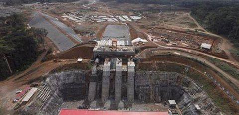 Vue aérienne du barrage hyroélectrique de Memve'ele en construction et devant produire 211 KW à sa livraison en 2017.l