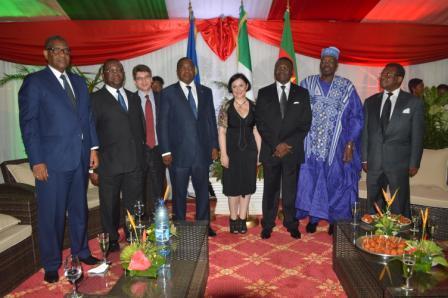 L'ambassadrice Samuela Isopi (au centre), entourée des invités de marque le 2 juin dernier à Yaoundé.