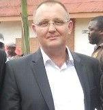 CAMEROUN: Stéphane MULLER UN MONARQUE BLANC EN REPUBLIQUE BANANIERE DECHIRE LE DRAPEAU NATIONAL.