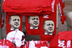 Turquie : limogeage de 1684 militaires et fermeture de 64 médias