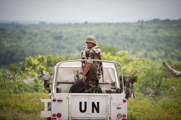 Un casque bleu de la MINUSCA, en Centrafrique. Crédits : MINUSCA