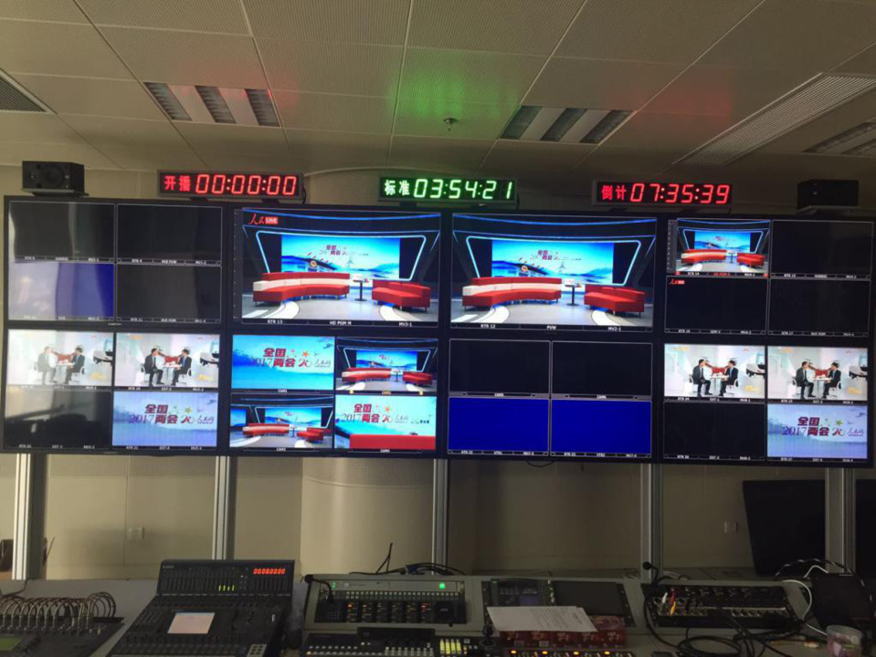 Live streaming brightens up reports on China's two sessions