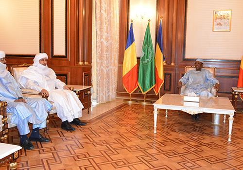 Le Président de la République Idriss Déby a accordé cet après-midi une audience une délégation du Mouvement national de libération de l'Azawad (MNLA) son secrétaire général, M. Bilal Ag Chérif. Crédits : dgcom/pr