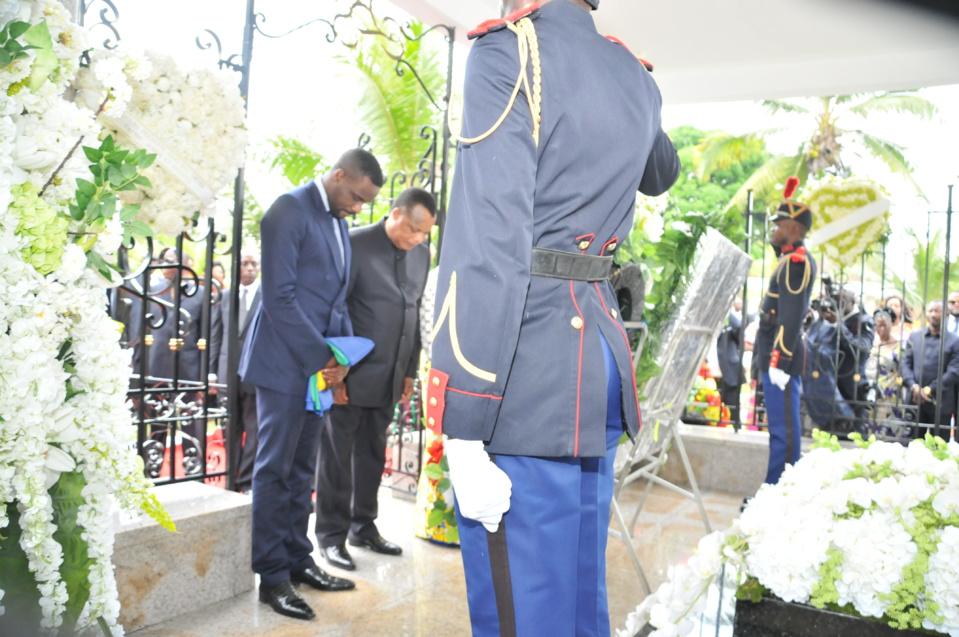 Recueillement de Denis Sassou N'Guesso sur la tombe de sa fille