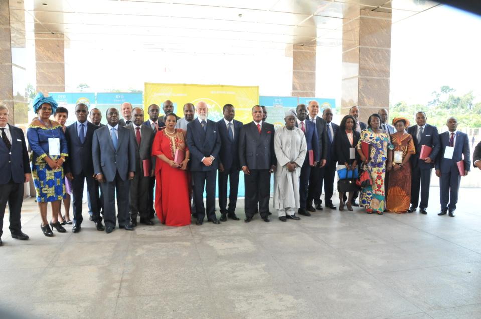 Photo de famille des participants à la conférence sur le Fonds Bleu à Oyo