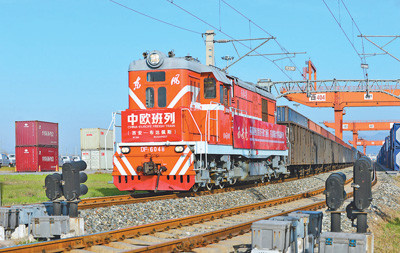 New freight train linking China and Europe sets off in Xi'an