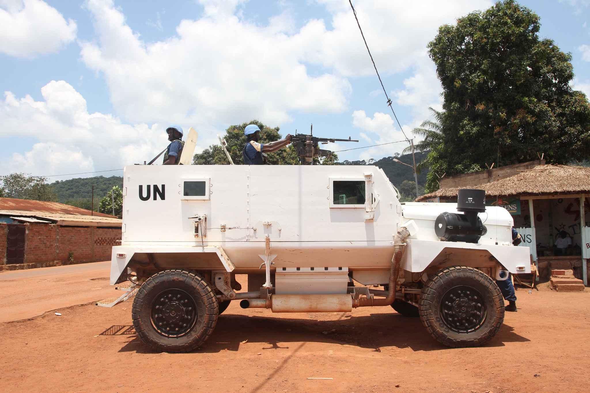 Des membres de la mission de l'ONU en Centrafrique (Minusca) patrouillent à Bangui, en Centrafrique, le 3 octobre 2015. - Anthony Fouchard/SIPA
