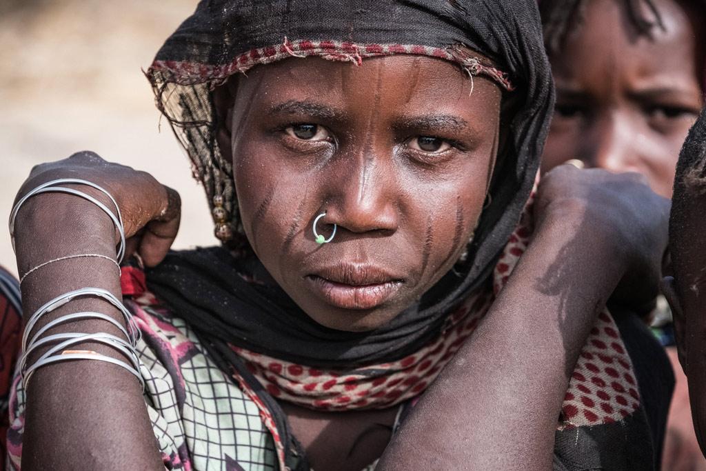 Une jeune fille déplacée avec sa famille de son village au Tchad par le groupe Boko Haram. Photo UNICEF/Sokhin