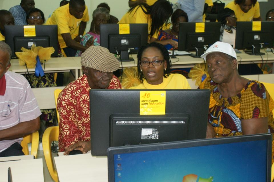 Fracture numérique entre générations en Côte d'Ivoire : Une trentaine de retraités formée à l'outil informatique et l'Internet