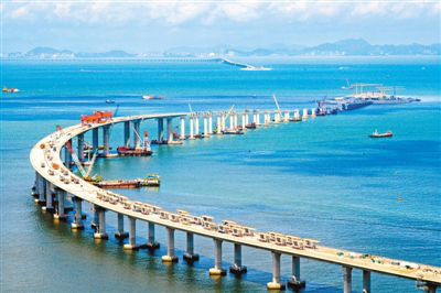The picture shows the Hong Kong-Zhuhai-Macao Bridge under construction. (Photo by Xinhua News Agency)