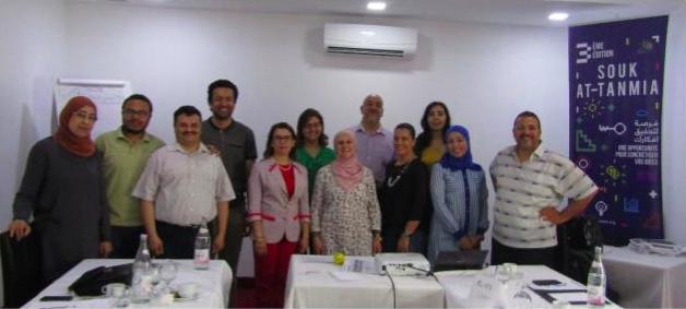 Photo de groupe de la formation Souk At-tanmia au profit des acteurs publics and civils. Grand Tunis, mai 2017.