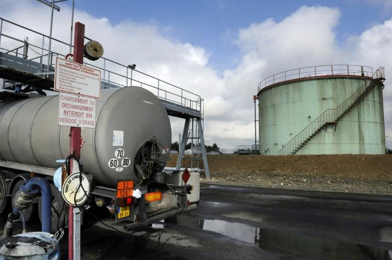 Photo prise le 25 août 2008 du site de production de Geopetrol à Sivry-Courtry. Les investissements dans l'exploration et la production d'hydrocarbures devraient repartir à la hausse en 2017, mais cela sera essentiellement concentré aux Etats-Unis / © AFP/Archives / STEPHANE DE SAKUTIN