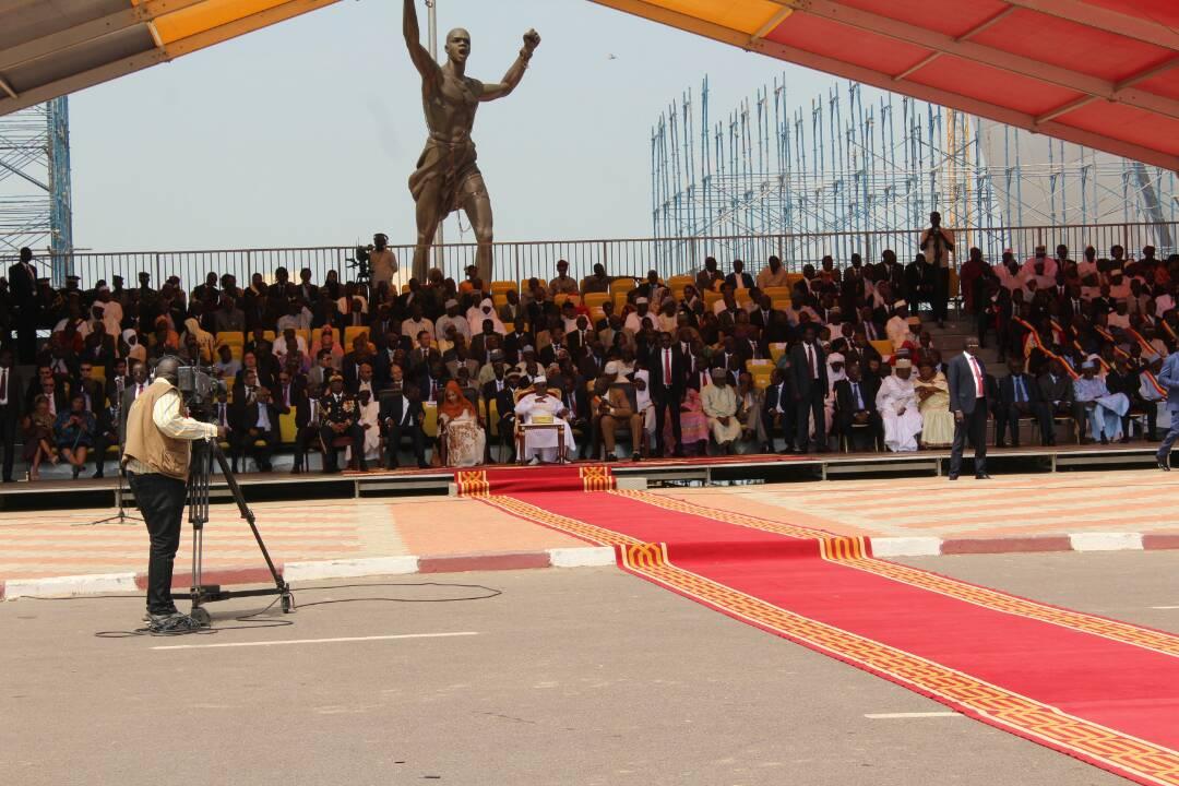 La tribune officielle ce vendredi 11 août à la Place de la Nation, N'Djamena. Alwihda Info/D.W.