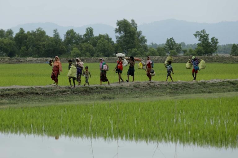 Des réfugiés rohingyas partis de Birmanie arrivent à Teiknaf, le 7 septembre 2017 au Bangladesh / © AFP / K M ASAD