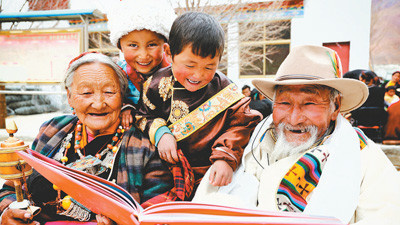A senior Tibetan tells children about Tibet's latest development, changes and people's new life.