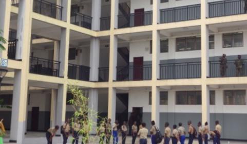 Une vue partielle du complexe scolaire Révolution-Gampo Olilou