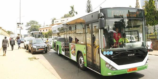 Cameroun:A yaoundé,la priorité pour entrer dans les bus reste la carte Tap & Go