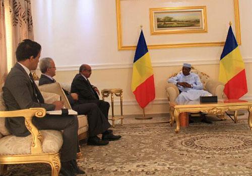Bouteflika dépêche un émissaire à Am Djarass pour rencontrer Idriss Déby