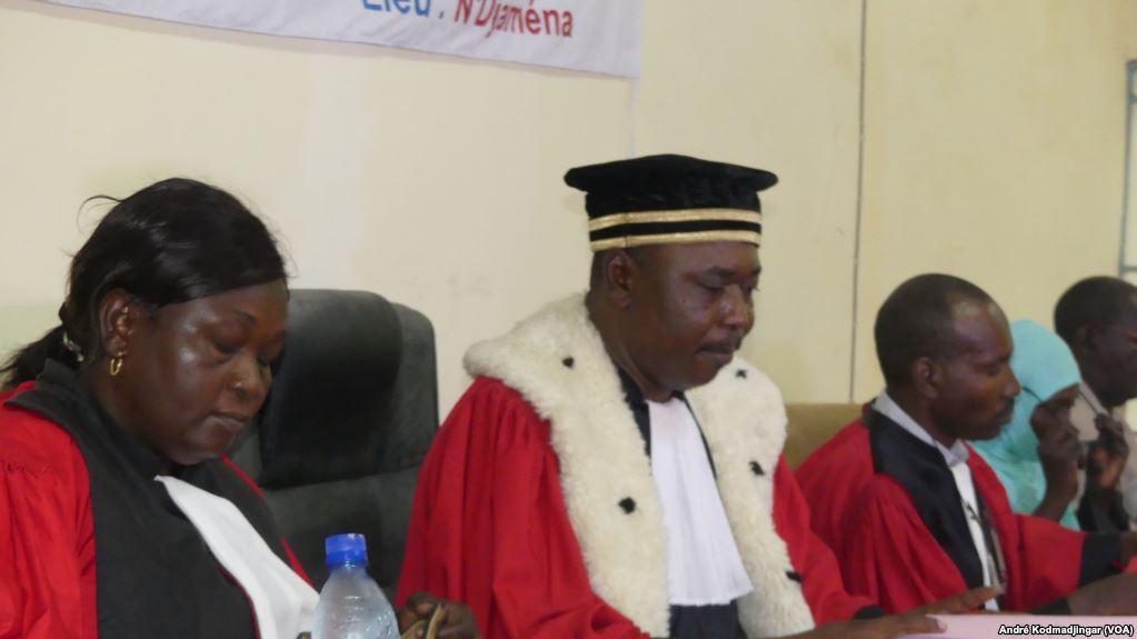 Des magistrats au Tchad. photo : (VOA/André Kodmadjingar)