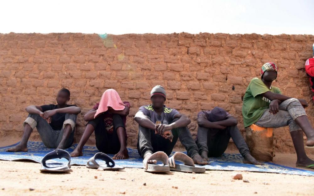 ILLUSTRATION. Des migrants de l'Ouest de l'Afrique attendent de passer en Libye. (AFP/Issouf Sanogo)