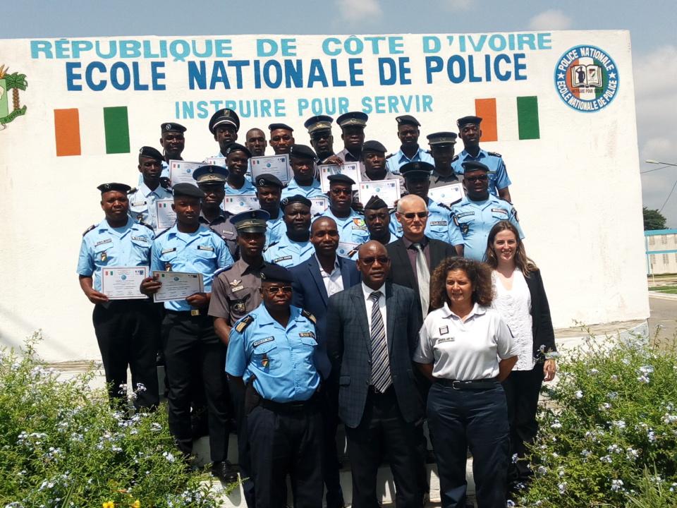 Renforcement des capacités : 14 policiers et 6 gendarmes ivoiriens formés en photographie judiciaire à Abidjan.