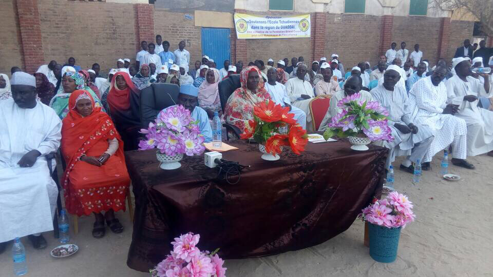 Tchad : des kits scolaires offerts aux lycéens à Abéché