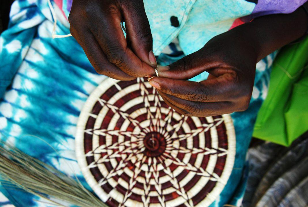 Des paniers fabriqués au Rwanda sont en vente dans plusieurs grands magasins américains. (© AP Images)