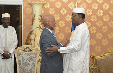 Ibrahim Senoussi, Conseiller spécial du Président Oumar Hassan El Béchir reçu par Idriss Déby ce samedi 4 mars 2018.