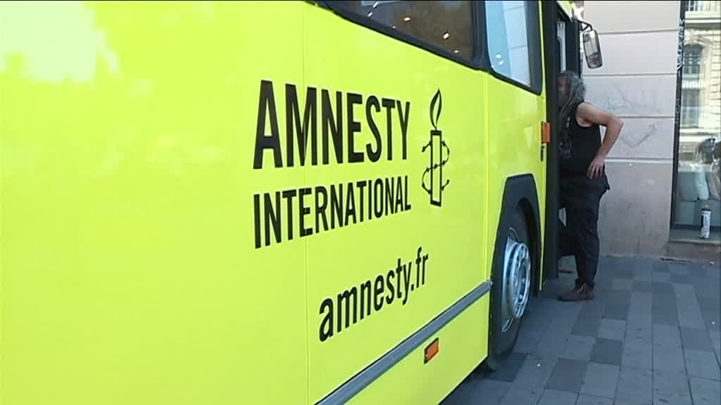 Un bus d'Amnesty International. Crédits photo : DR