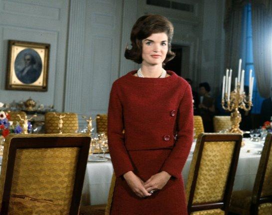 Jacqueline Kennedy mène une visite télévisée de la Maison Blanche  (© CBS Photo Archive/Getty Images)