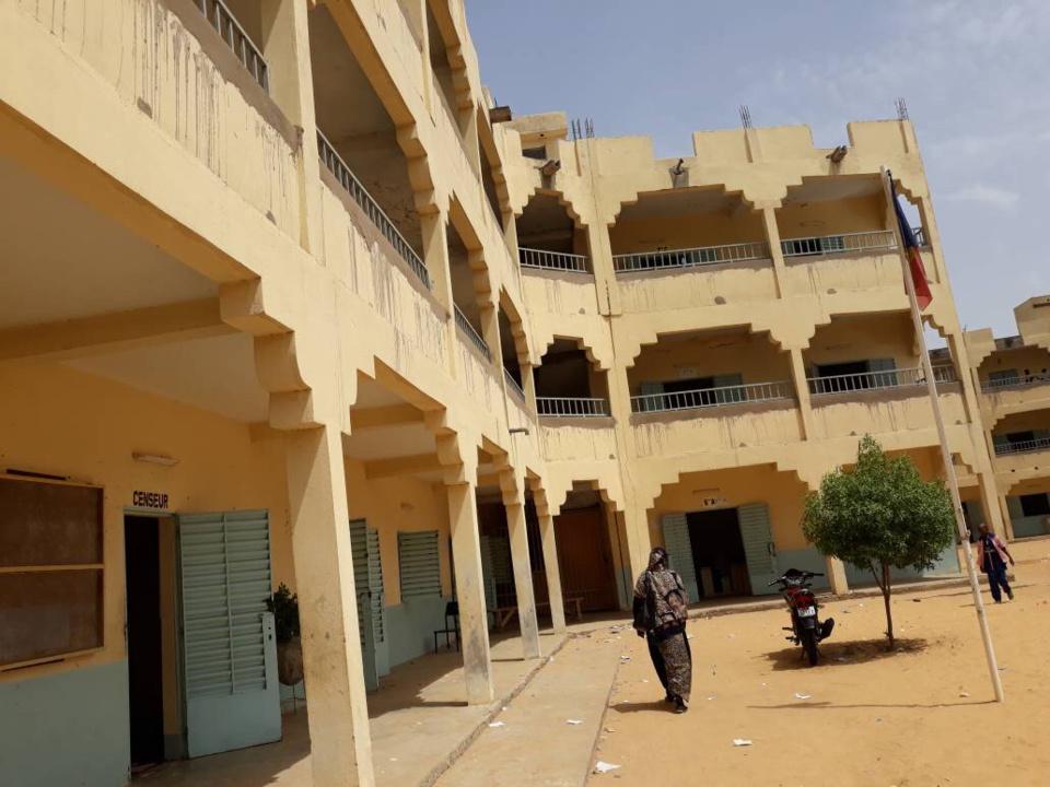 N'Djamena : un don de 100 livres au lycée Etoile Polaire