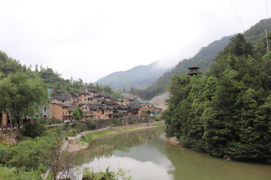 Xiadang village attracts huge number of tourists by its beautiful scenery and improved transportation. Photo by Liu Lingling