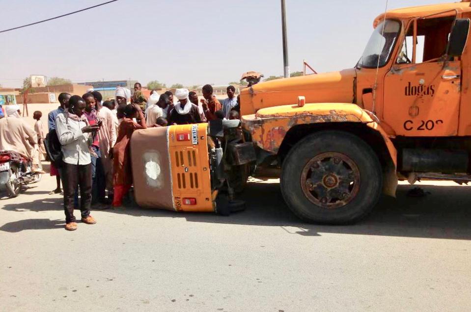 Un accident de circulation entre un poids-lourd et un Rakcha à Abéché, ce lundi 4 juin 2018. Photo : Alwihda Info/D.H.