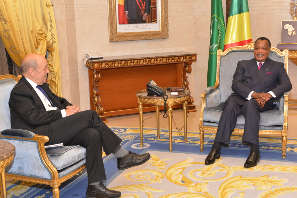 Denis Sassou N'Guesso et Jean -Yves le Drian, au cours de leurs échanges.
