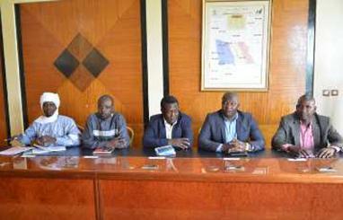 Des membres du SYNECS lors d'une rencontre dimanche dernier avec trois ministres tchadiens au Palais présidentiel.