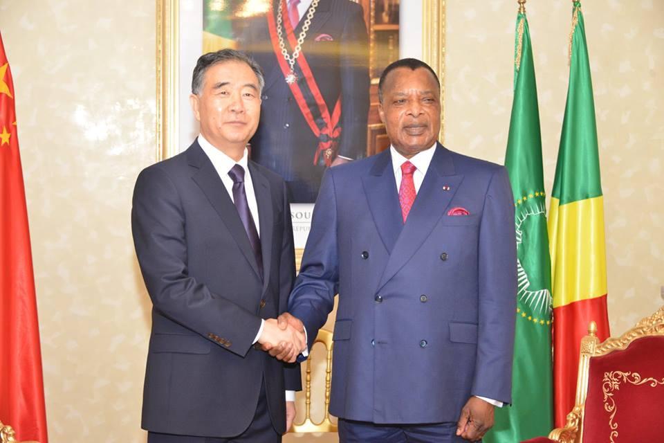 Denis Sassou N'Guesso et Wang Yang, main dans la main.