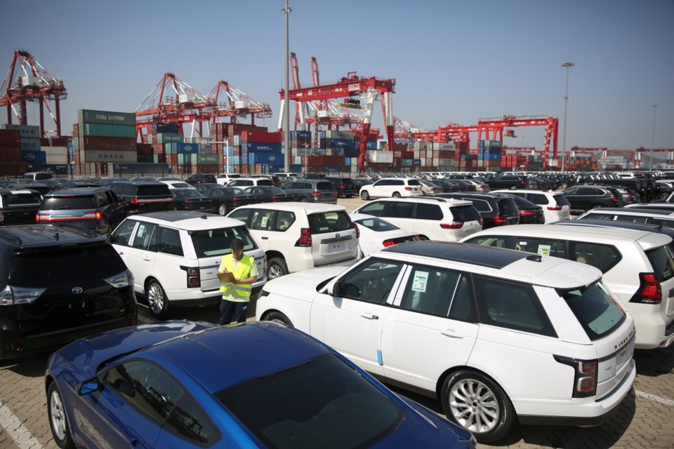China will cut the import duty on passenger cars to 15 percent, almost 40% reduce, starting this July 1. Photo: staff at the Qingdao Qianwan Free Trade Port Zone check the imported vehicles. Source: People's Daily