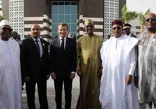 Les dirigeants du G5 Sahel et leur homologue français, réunis en Mauritanie.