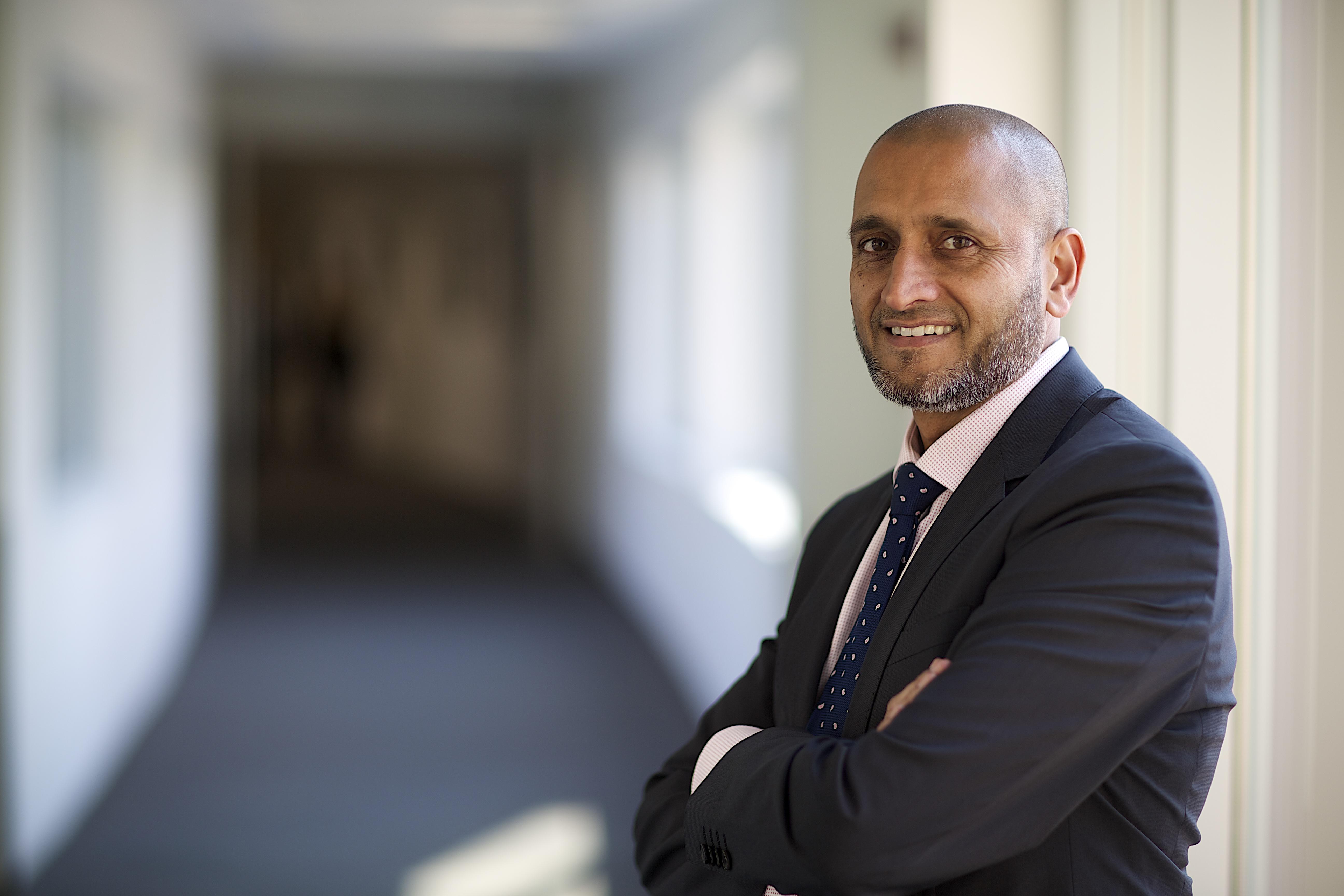 """Farhad Khan, Yahsat, Directeur Commercial de Yahsat (Source: Al Yah Satellite Communications Company PrJSC, """"Yahsat"""")."""