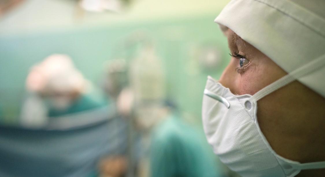 Illustration. Une transplantation, le 23 novembre 2017 à l'hôpital Groote Schuur, à Cape Town, en Afrique du Sud. (© AFP PHOTO / RODGER BOSCH)