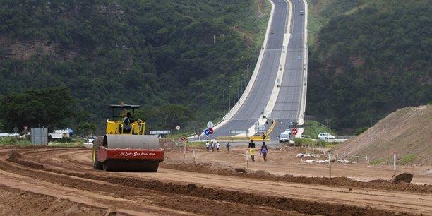 Chantier de construction de la liaison routière entre la zone industrielle de Pintown et le nord de Durban en Afrique du Sud, en février 2013. (Crédits : Reuters)
