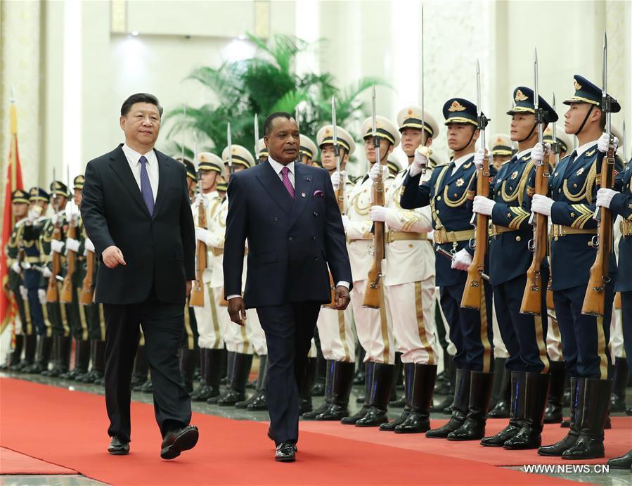 Xi Jinping et Denis Sassou N'guesso passant en revue les troupes chinoises