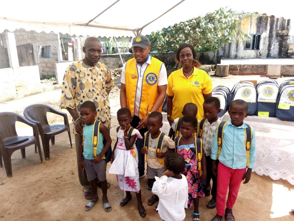 Côte d'Ivoire/Orphelinat Jean-Emmanuela de Monga : Le Lions Club Abidjan Harmonie fait don de kits scolaires