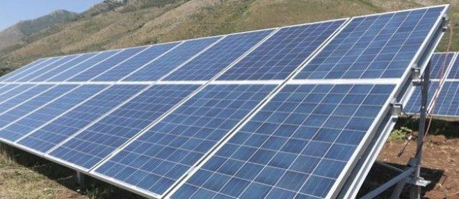 Une centrale photovoltaïque en Afrique. © DR