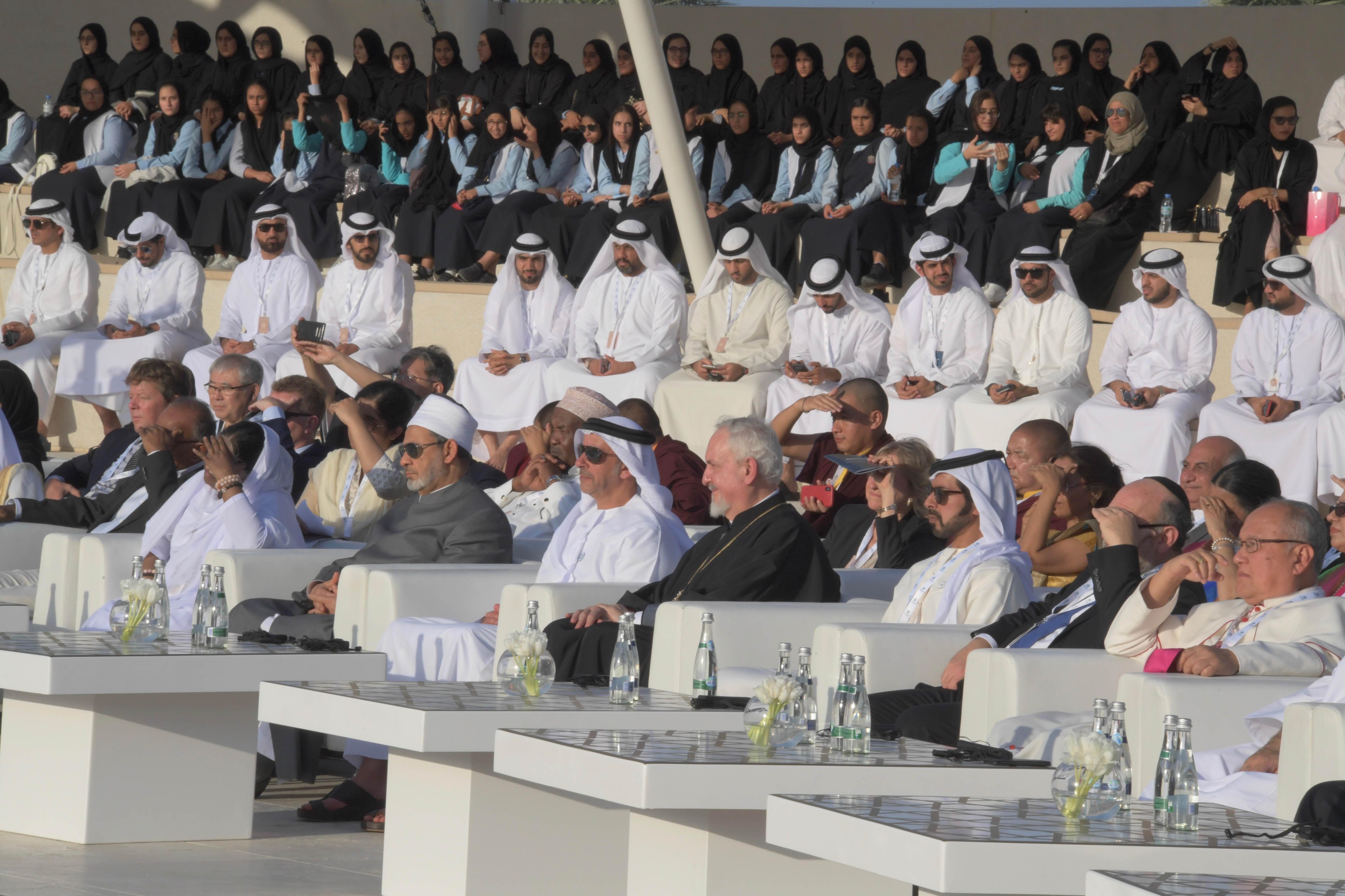 Saif bin Zayed assiste à l'approbation de la Déclaration d'Abou Dhabi par les leaders religieux à Wahat Al Karama