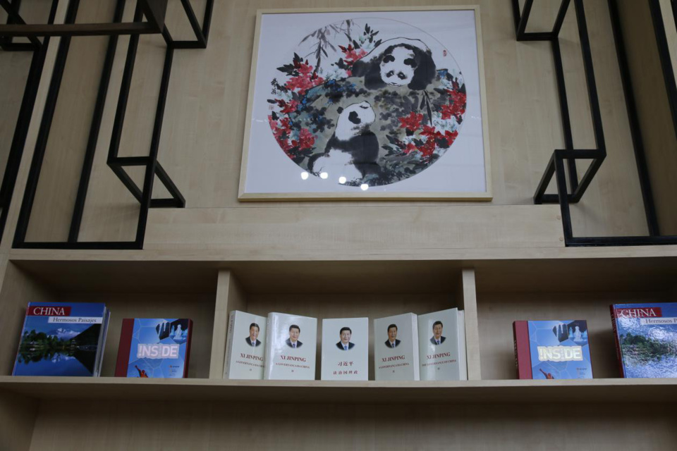 Chinese President Xi Jinping's books, Xi Jinping: The Governance of China, are displayed at the China Pavilion, Latin America Parliament. Photo by Huang Fahong from People's Daily