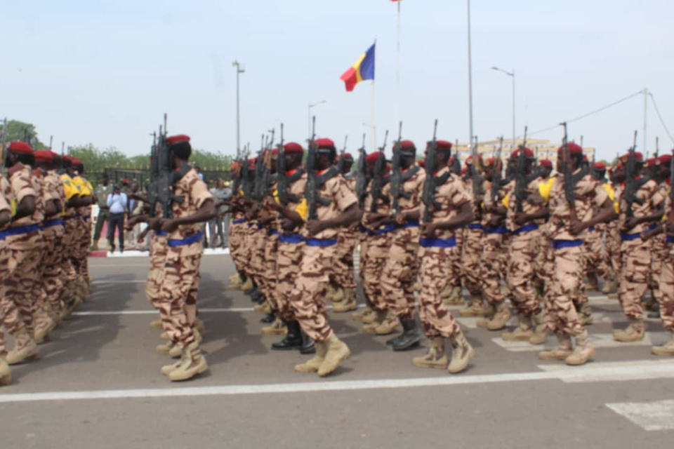Des soldats défilent à la place de la nation le 1er décembre 2018. © Alwihda Info